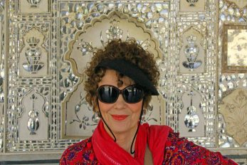 dinah-in-hall-of-mirrors-amer-fort-nr-jaipur-fb