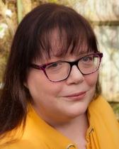 Elaine Everest updated author photo 2017.jpg