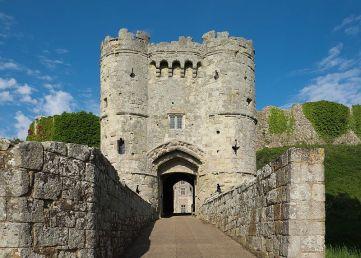 9 Carisbrooke_Castle_gatehouse
